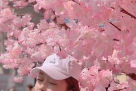 神仙颜值!宣璐樱花照●头戴棒球帽气质淡雅清新