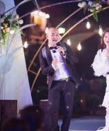 《妻子2》全阵容晚礼服亮相 张智霖袁咏仪再唱《恋爱预告》重现定情经典
