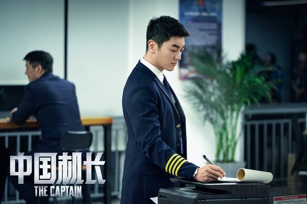 TOPCAST主角杂志创刊封面人物杜江,《中国机长》中出演第二机长