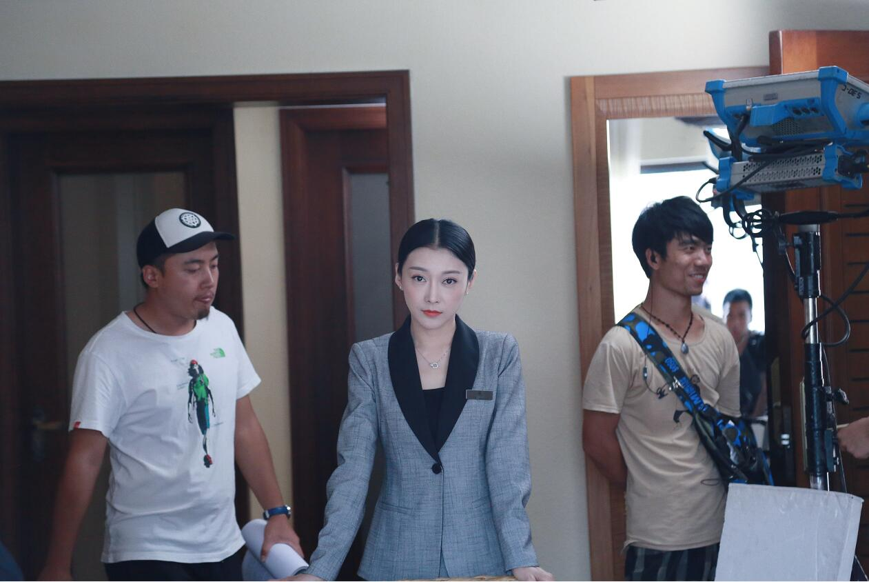 孙佳奇新戏开机《酒店实习生》开启职场之旅。