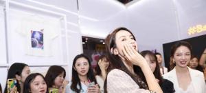 她经济崛起,张大奕完美演绎职场女性魅力
