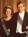 荷蘭女王狗血情事!不顧人民嫁納粹老公遭全國辱罵,婚禮現場變戰場?