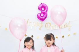 郭可颂分享全家福为爱妻熊黛林庆生,双胞胎女儿长相大不同